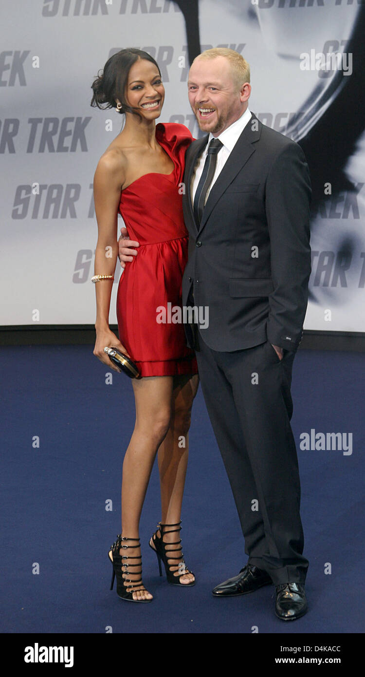 US actress Zoe Saldana (L, Nyota Uhura) and Simon Pegg (R, Montgomery ?Scotty? Scott) arrive for the Germany premiere - Stock Image