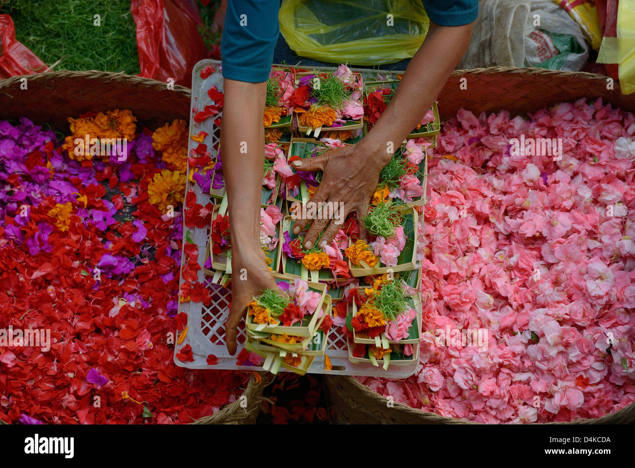 Indonesia, Bali, Ubud, selling flowers at the market for offerings - Stock Image