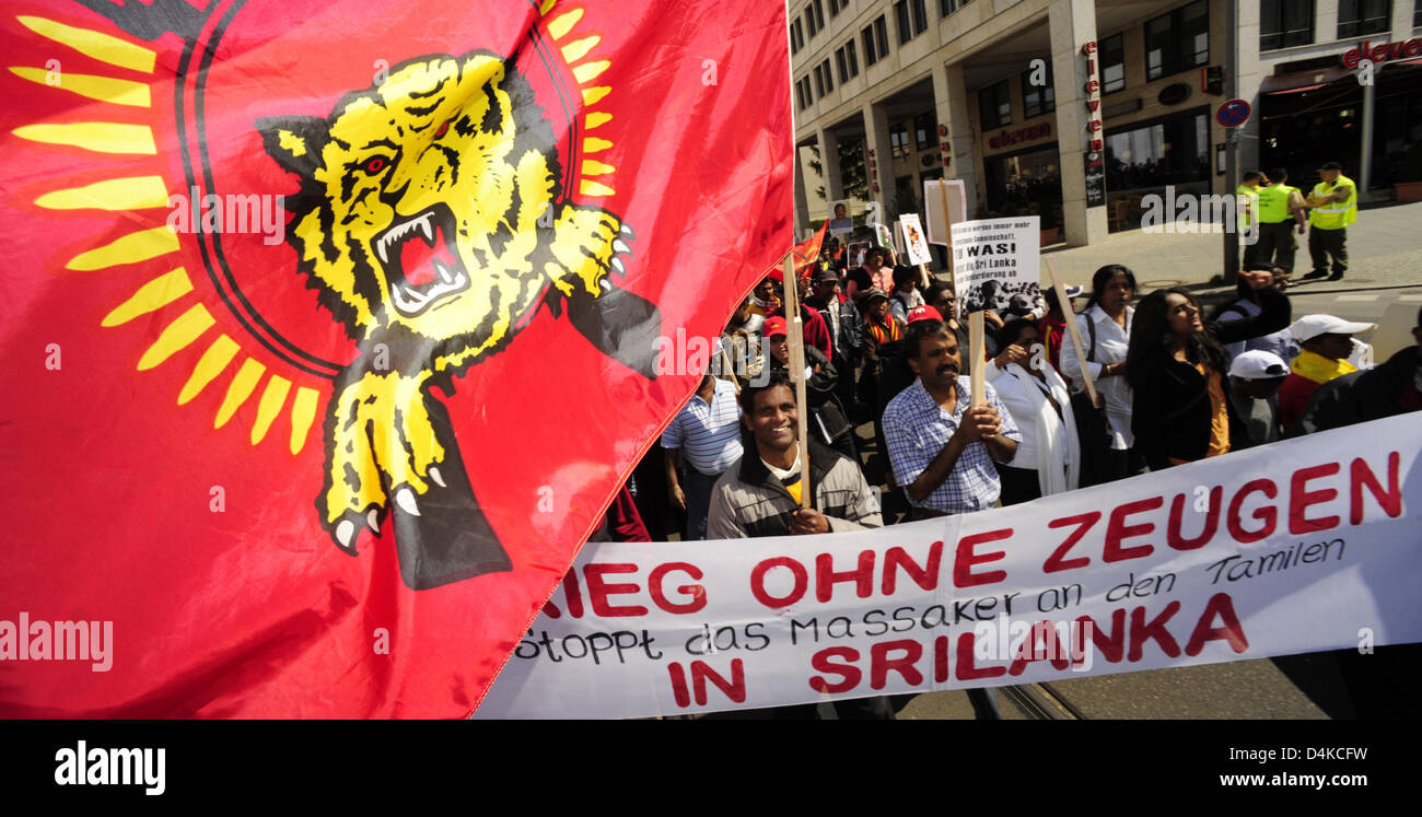 Tamil people protest in Berlin, Germany, 24 April 2009. Some 1,500 Tamil people living in Germany rallied to call - Stock Image