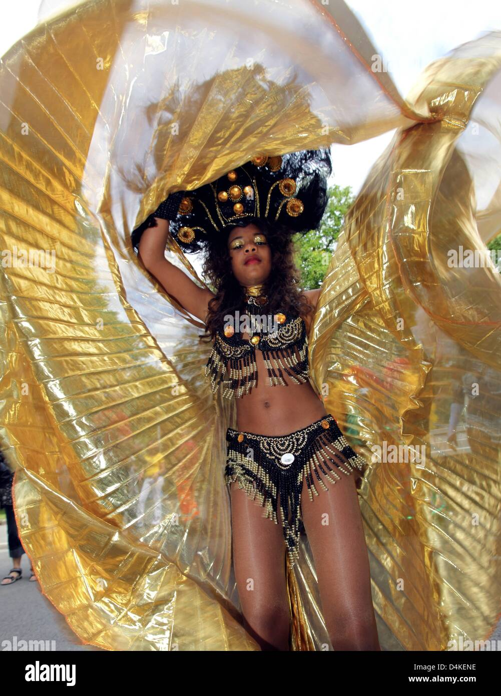A female samba dancer performs during the Samba parade in the city centre of Coburg, Germany, 12 July 2009. Organisers - Stock Image