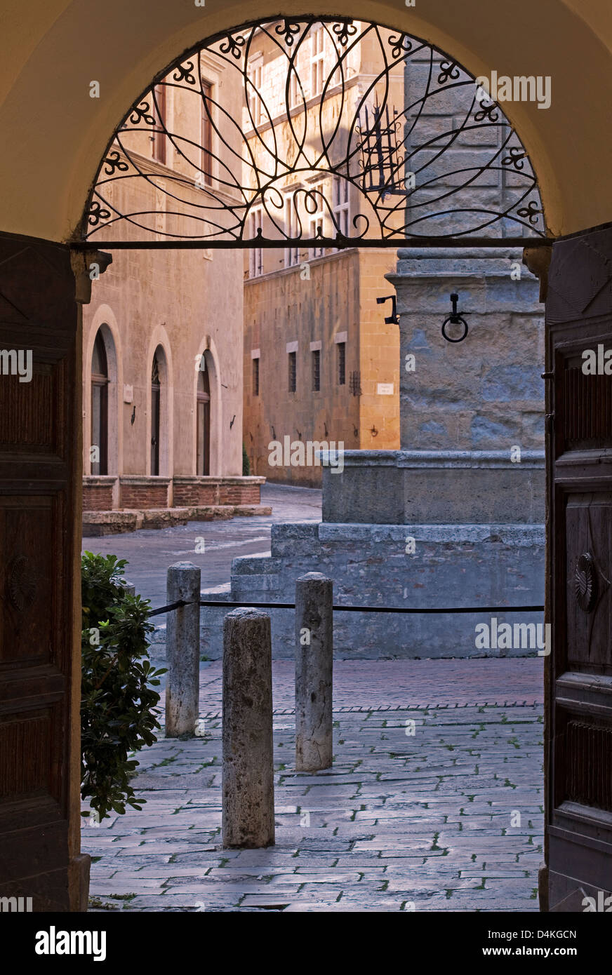 Pienza, Tuscany - Doorway street scene - Stock Image
