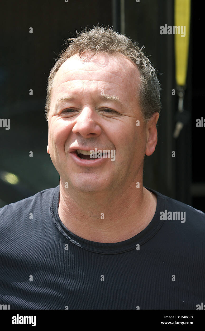 British singer of pop band Simple Minds, Jim Kerr performs at the TV show ?ZDF Fernsehgarten? in Mainz, Germany, - Stock Image