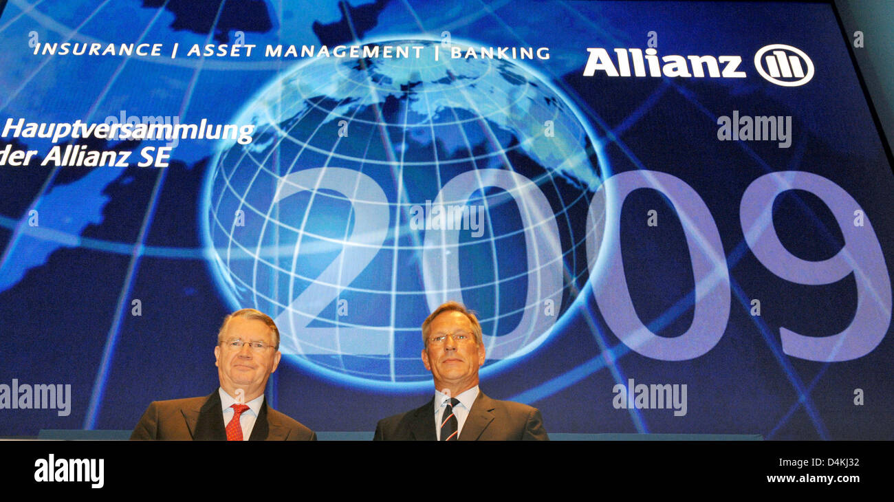 CEO of Allianz, Michael Diekmann (R) and chairman of the board Henning Schulte-Noelle pictured at the insurance company?s general meeting in Munich, Germany, 29 April 2009. Europe?s largest insurance company Allianz still gives no prospect for the ongoing year due to the global financial and economic crisis. Photo: FRANK LEONHARDT Stock Photo