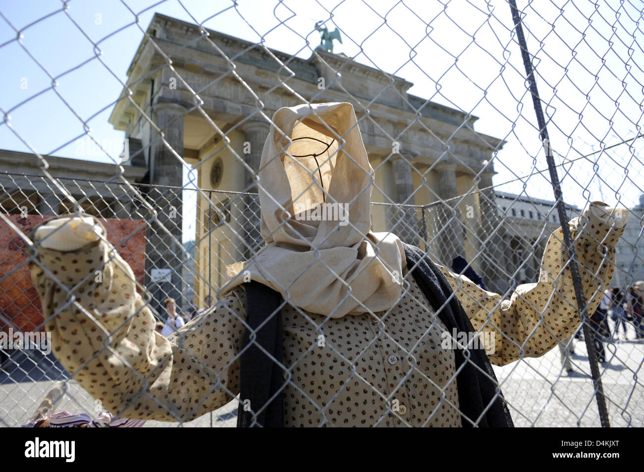 Dummies are caged in in front of Brandenburg Gate during an action of ?Reporters Without Borders? on the ?Internationalen - Stock Image