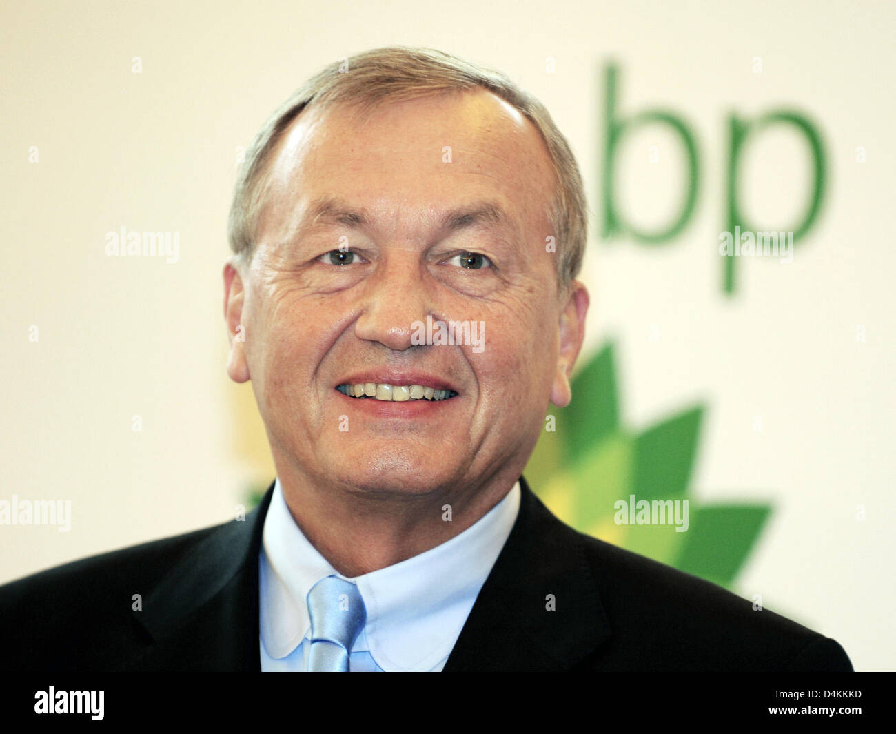 BP Germany CEO Uwe Frank smile at the oil company?s annual press conference in Duesseldorf, Germany, 05 May 2009. - Stock Image