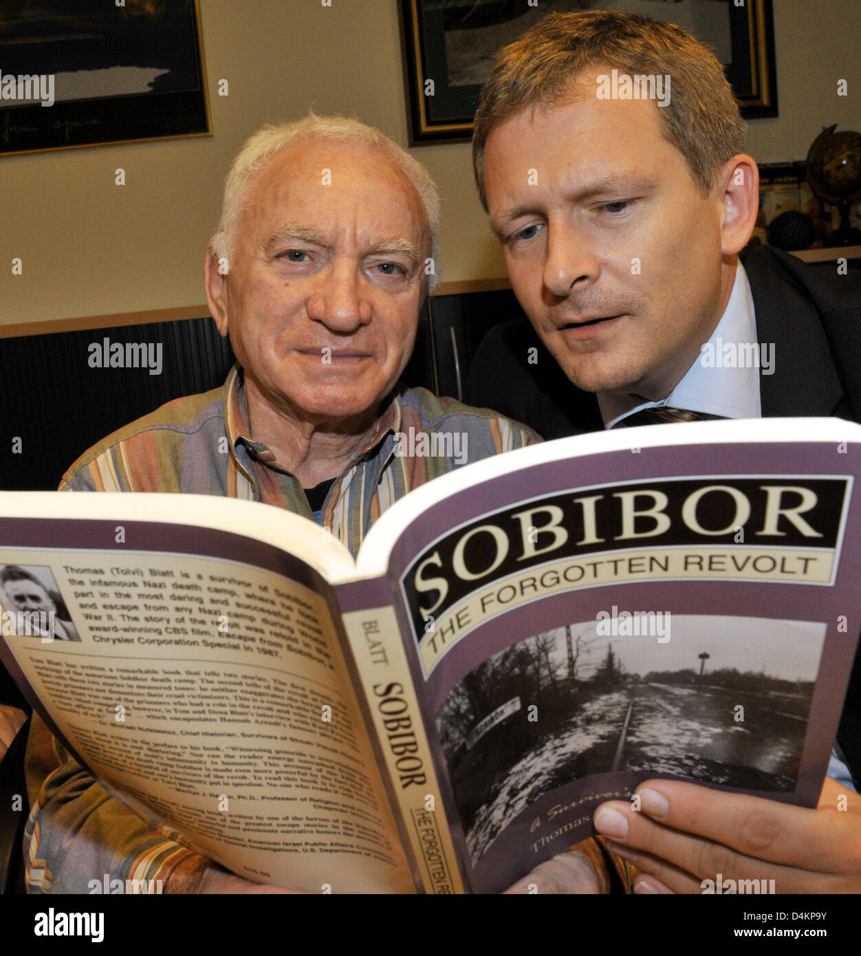 Thomas Blatt (L), likely to be the only survivor of extermination camp Sobibor, poses with his book ?Sobibor, The - Stock Image
