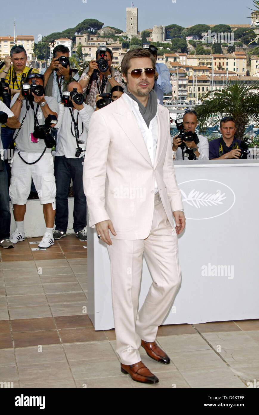 US actor Brad Pitt poses prior to the press conference on the film ?Inglourious Basterds? during the 62nd Cannes Stock Photo