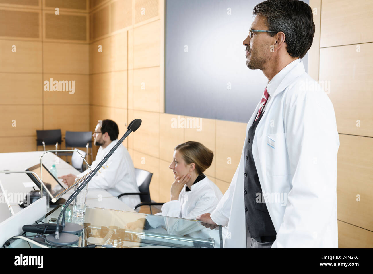 Doctors giving talk in conference room - Stock Image