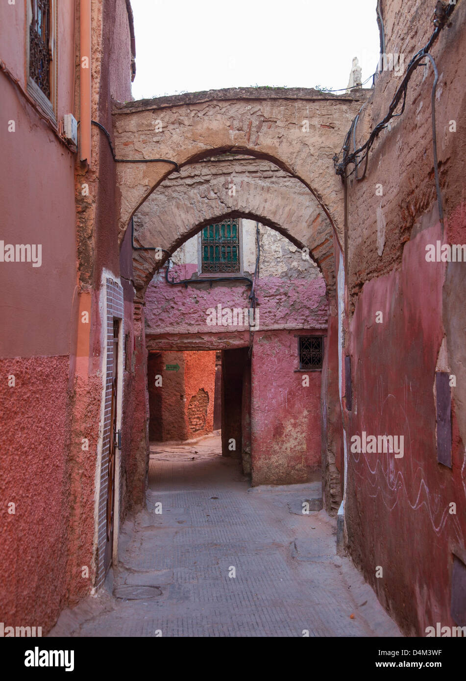 Arches in village alleyway - Stock Image