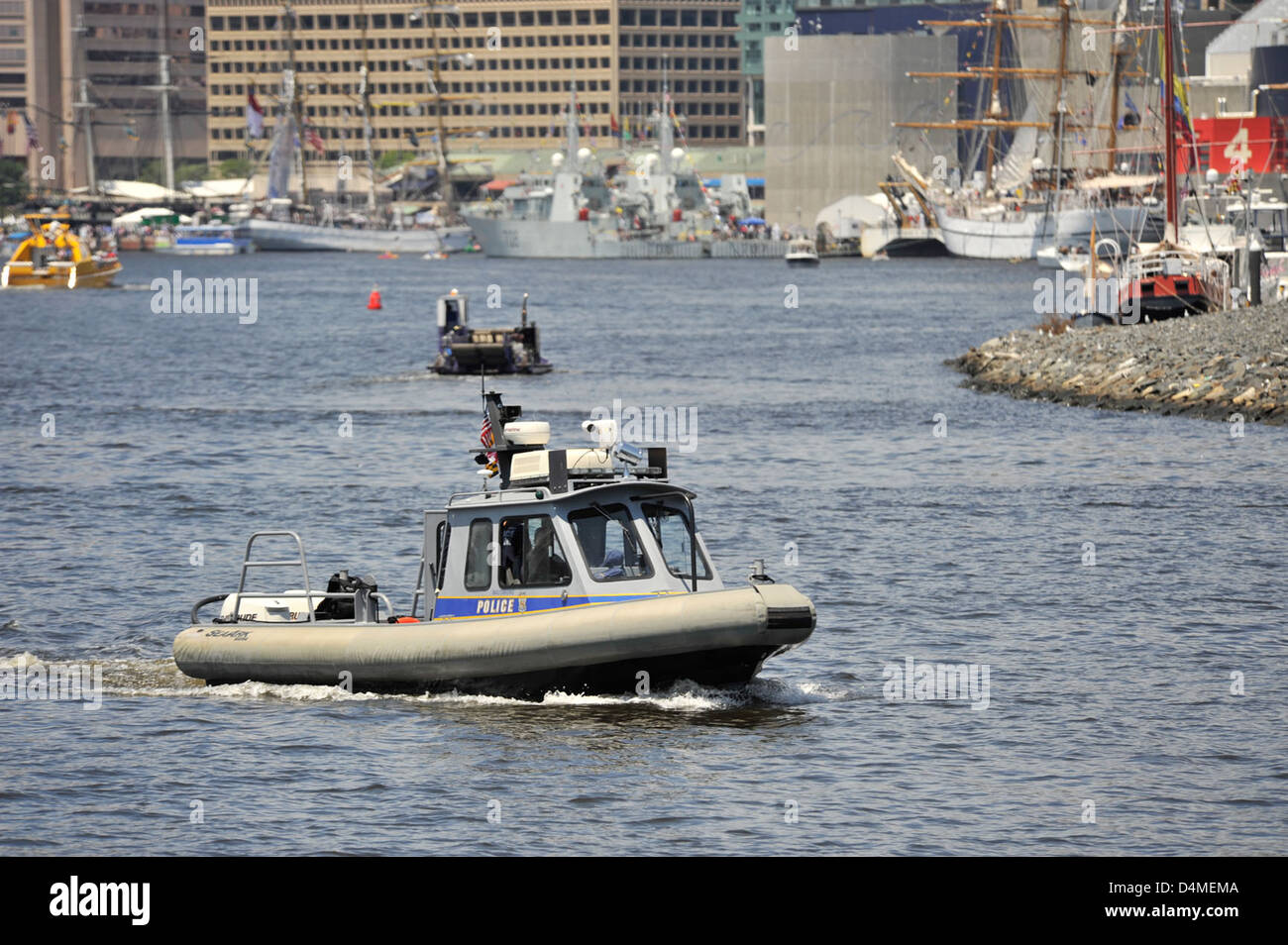 Baltimore City Police Marine Unit assist USCG with safety zone enforcement - Stock Image