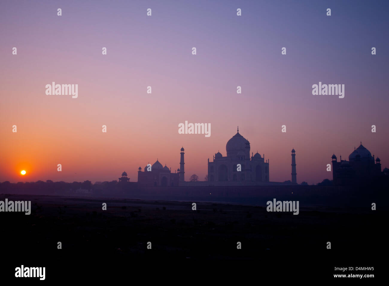 Sunrise over the Taj Mahal viewed from mehtab bagh park, across the dried up river Yamuna Stock Photo