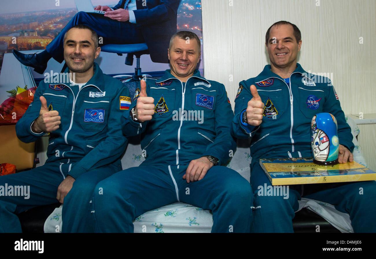 Expedition 34 Russian Flight Engineer Evgeny Tarelkin, left, Russian Soyuz Commander Oleg Novitskiy, center, and - Stock Image