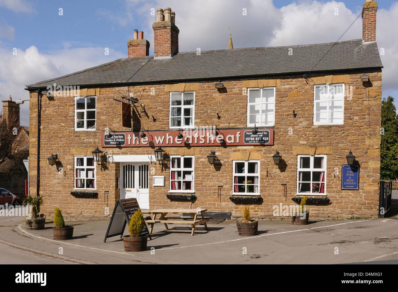 The Wheatsheaf pub in Crick, Northampton - Stock Image