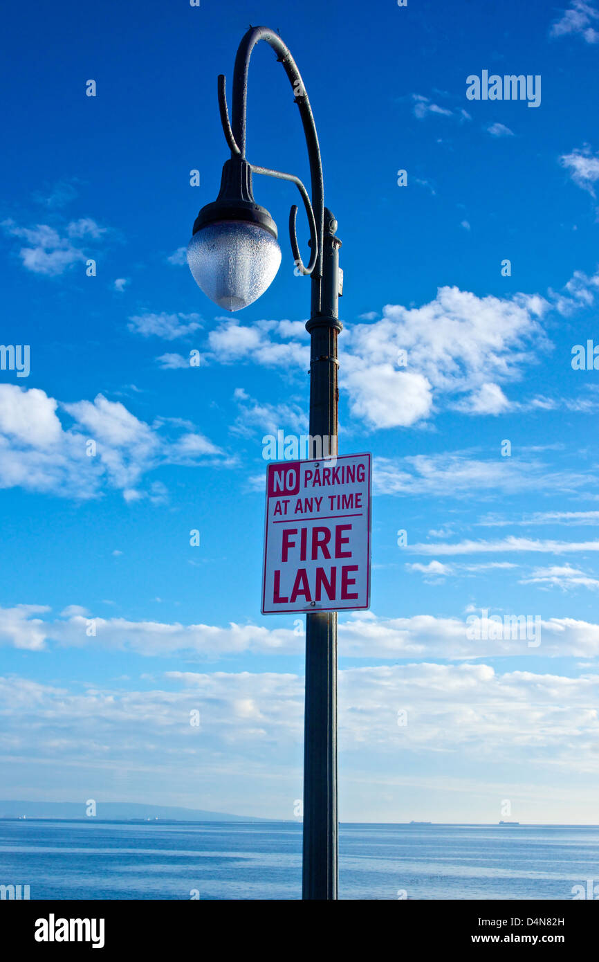 Light pole on Santa Monica Pier holds a No Parking sign. - Stock Image