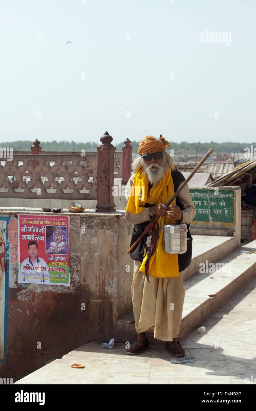 A Sadhu (yogi) holy man at the Embankment of the Ganges River at the holy city of Garhmukteshwar, Uttar Pradesh, - Stock Image