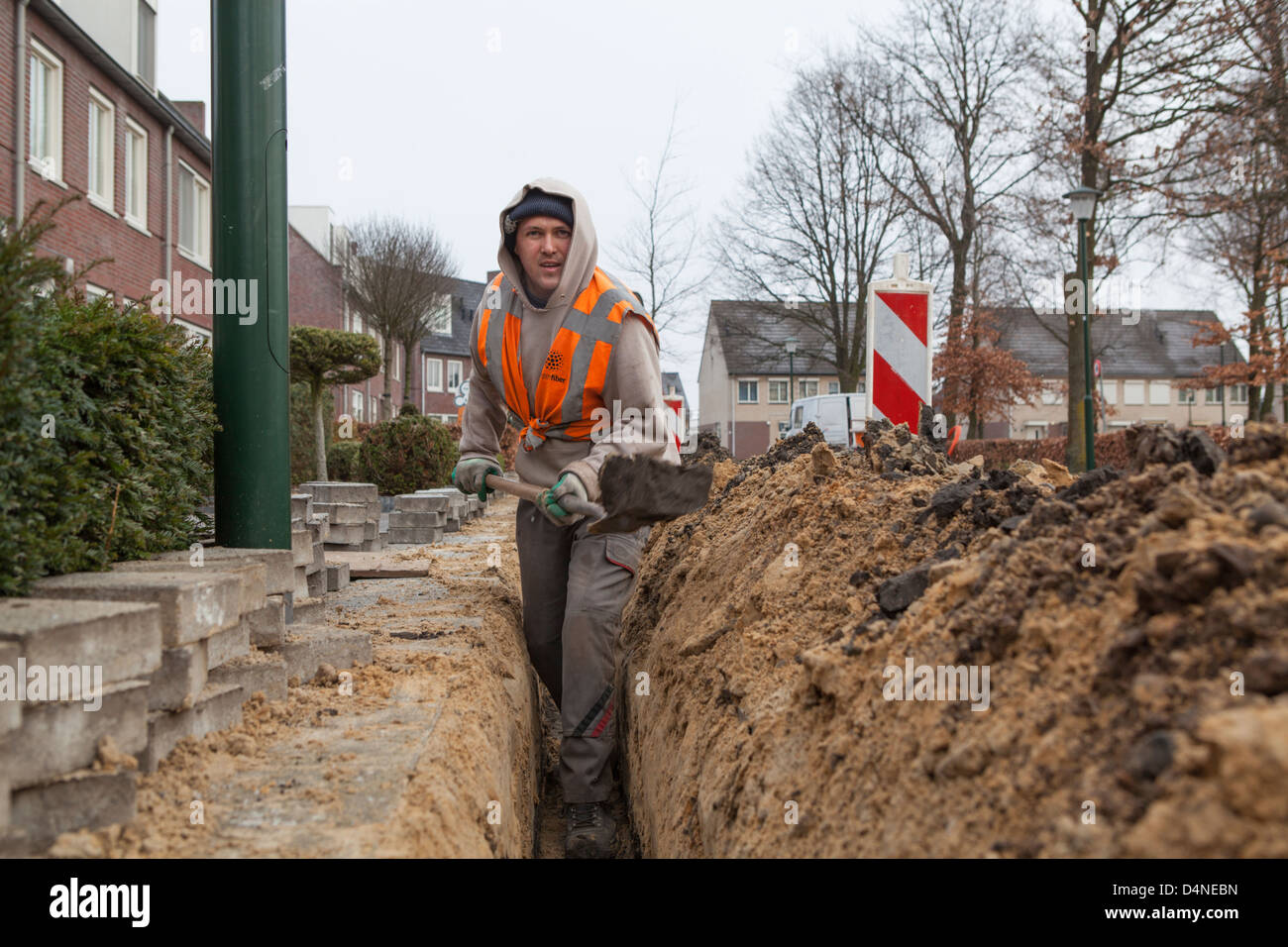 Hungarian migrant worker digging for the construction of a glass fiber network in the Netherlands - Stock Image