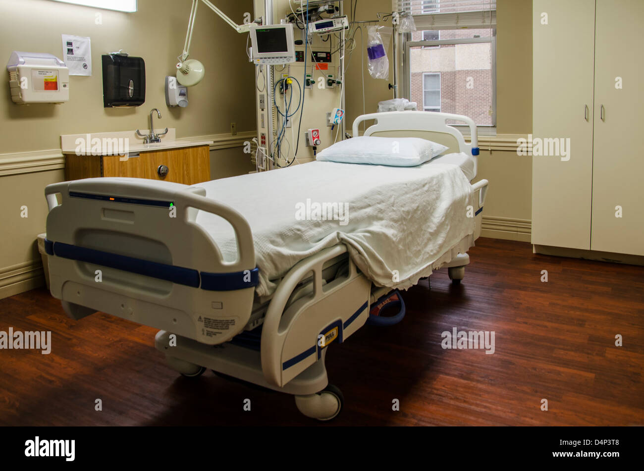 Hospital ICU (Intensive Care Unit) room is ready to accept a patient - Stock Image