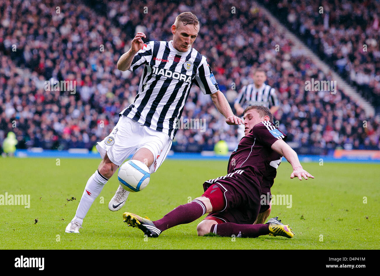 Glasgow, Scotland, UK. Sunday 17th March 2013. Gary Teale skips past Kevin McHattie during the Scottish Communities - Stock Image