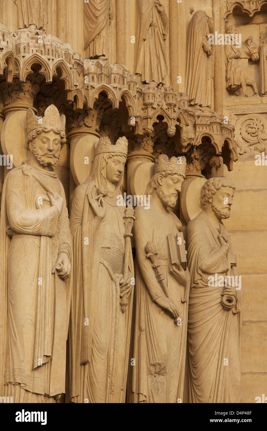 French Gothic. Statues on the West Front of Notre Dame Cathedral representing a king, the Queen of Sheba, King Solomon Stock Photo
