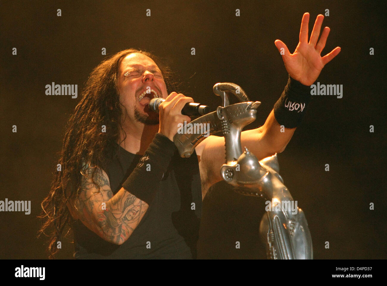 an introduction to the music band korn in california Korn began their existence as the bakersfield, california-based metal band lapd, which included guitarists james munky later that year, after returning to the studio, this time without drummer david silveria, the band resurfaced with an underwhelming album appropriately named untitled.