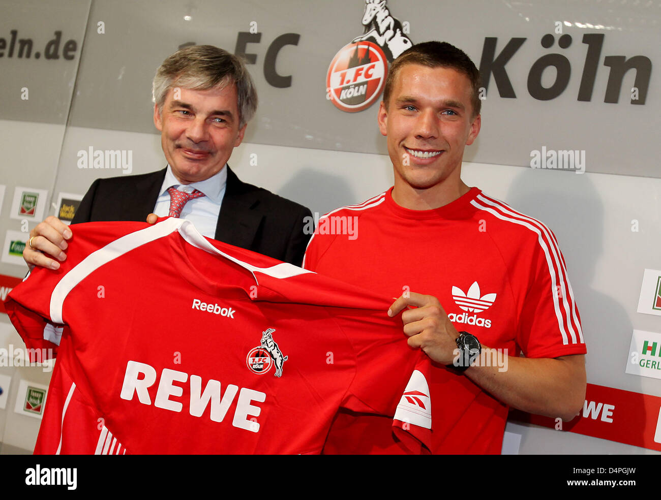 purchase cheap 6ee08 c299a German soccer player Lukas Podolski (R) presents his new ...