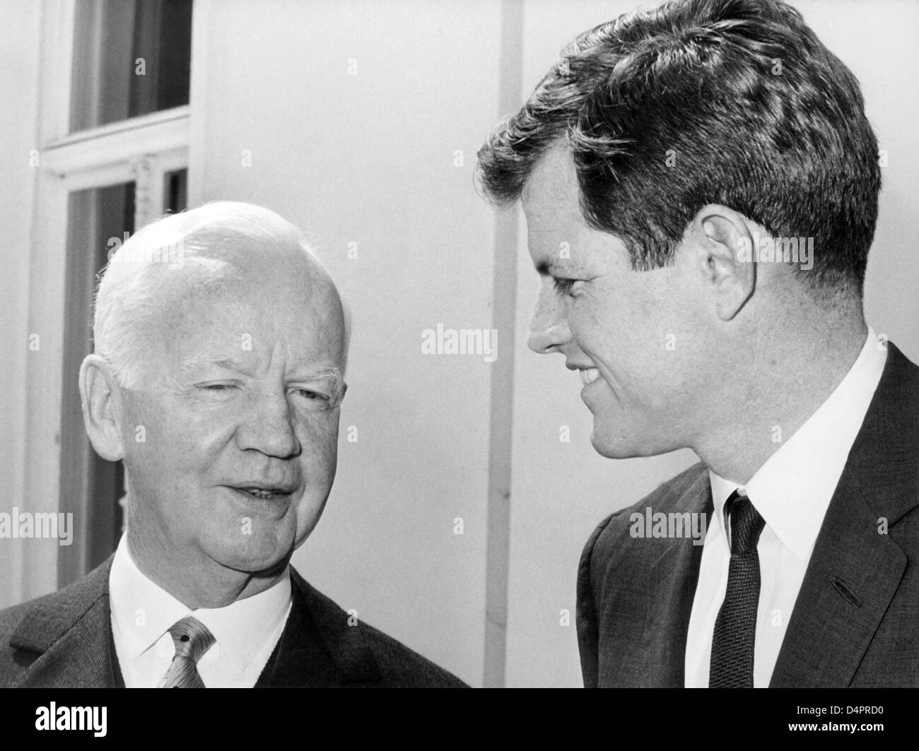 (dpa file) A file picture dated 25 May 1964 captures German president Heinrich Luebke (L) receiving U.S. Senator - Stock Image