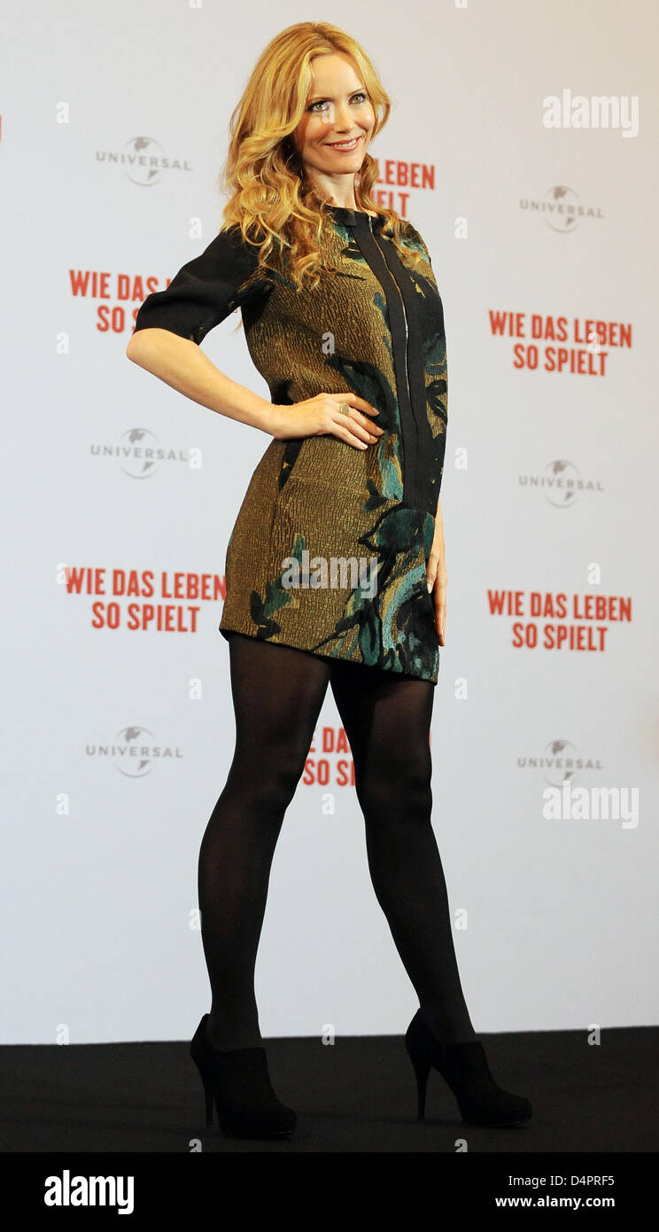 US actress Leslie Mann poses at the photocall for her new film ?Funny People? in Berlin, Germany, 26 August 2009. - Stock Image