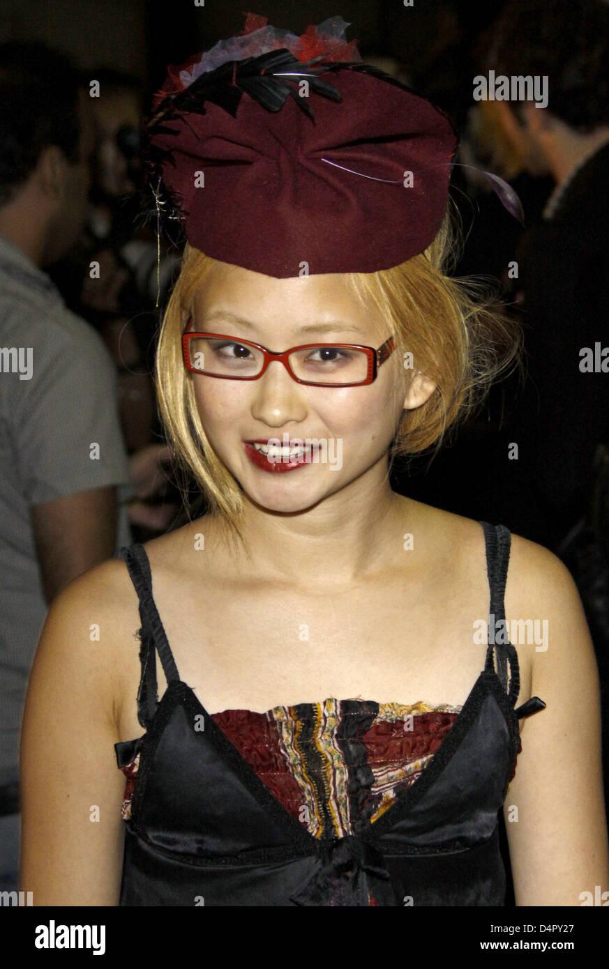 Valerie Tian Nude Photos 74