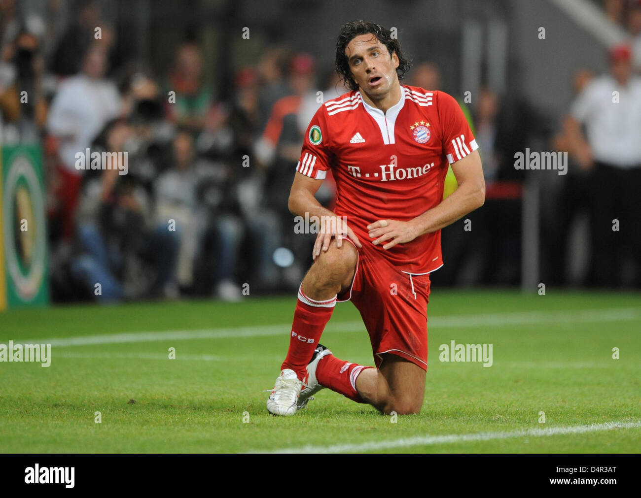 Munich?s Luca Toni knees on the pitch during the German DFB Cup second round match FC Bayern Munich vs Rot-Weiss - Stock Image