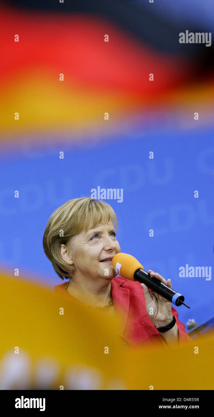 Angela Merkel, chairwoman of CDU (Christian Democratic Union) and German Chancellor, addresses party followers on the eve of the German Bundestaf elections at ?Konrad-Adenauer-Haus? in Berlin, Germany, 27 September 2009. Photo: Rolf Vennenbernd Stock Photo
