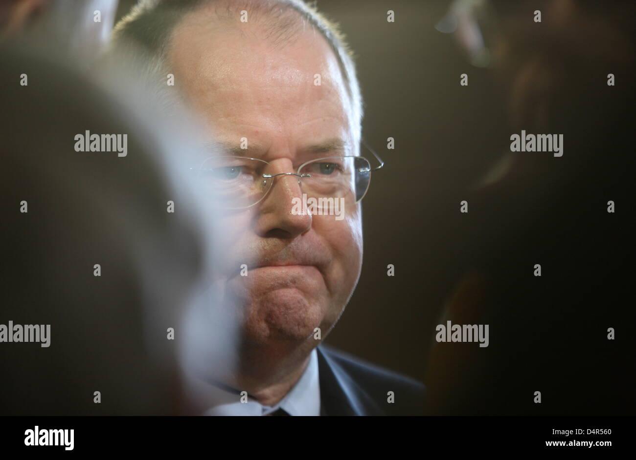 German Finance Minister Peer Steinbrueck of SPD, Social Democrats, looks dejected on the eve of the German Bundestag - Stock Image
