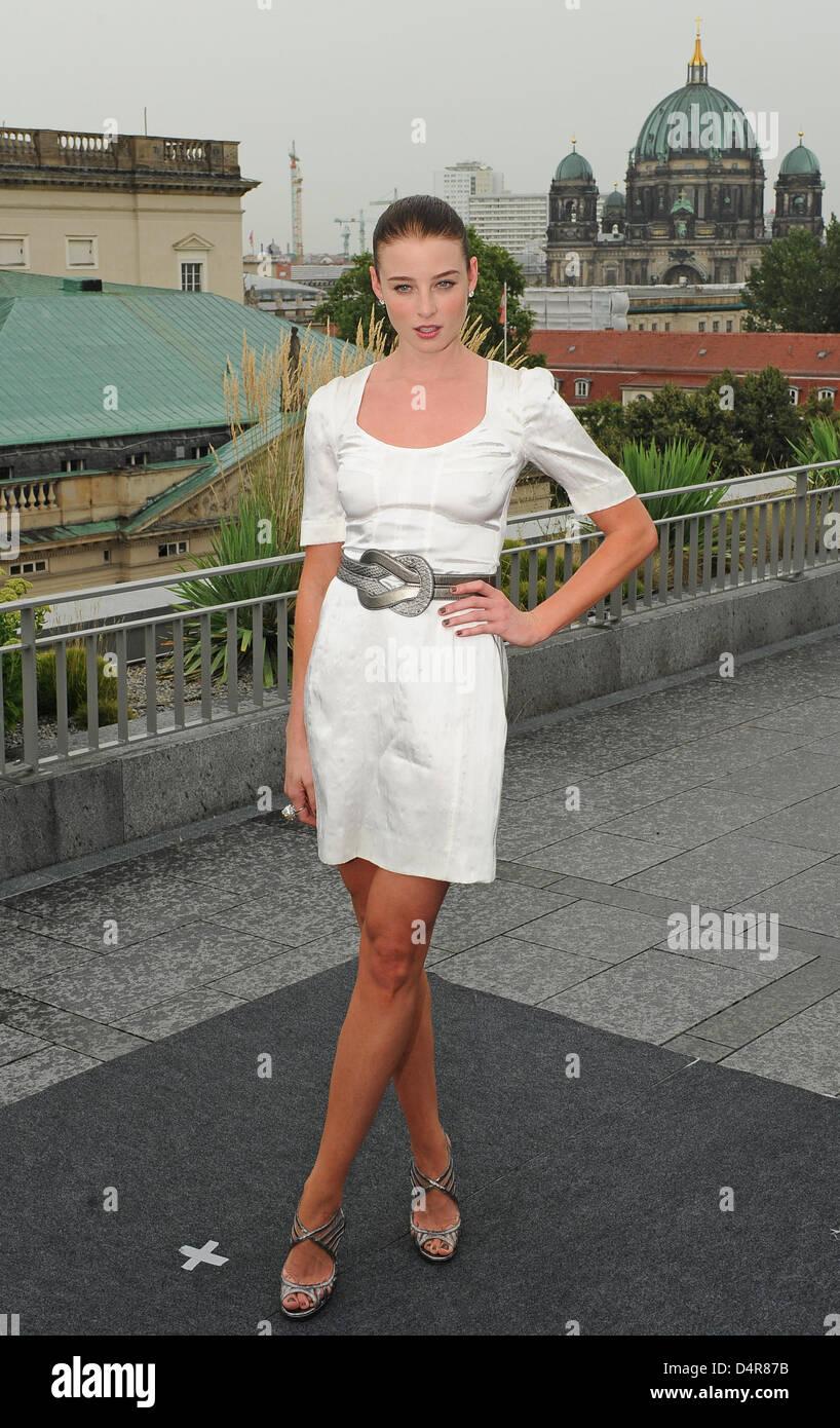 Mary-Kate Olsen born June 13, 1986 (age 32) photo