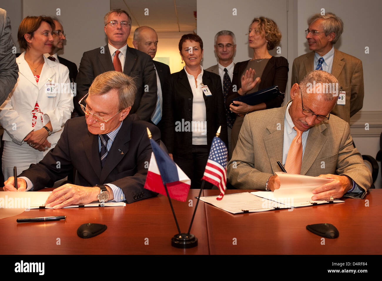 CNES and NASA Agreements Signed (200909170004HQ) - Stock Image