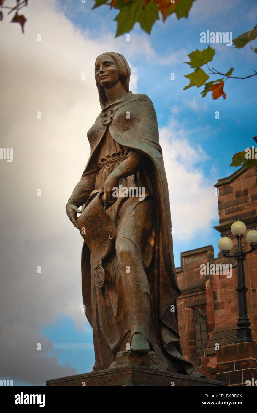 The founder of Wolverhampton, Saxon Countess Lady Wulfruna in a statue near St Peter's Church in the city - Stock Image