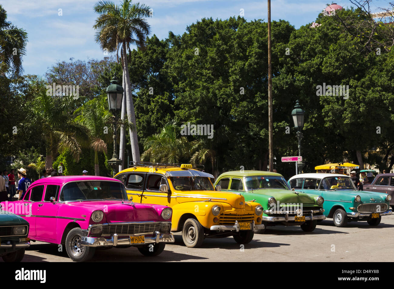 Old American Cars in Parque Central Havana Cuba - Stock Image