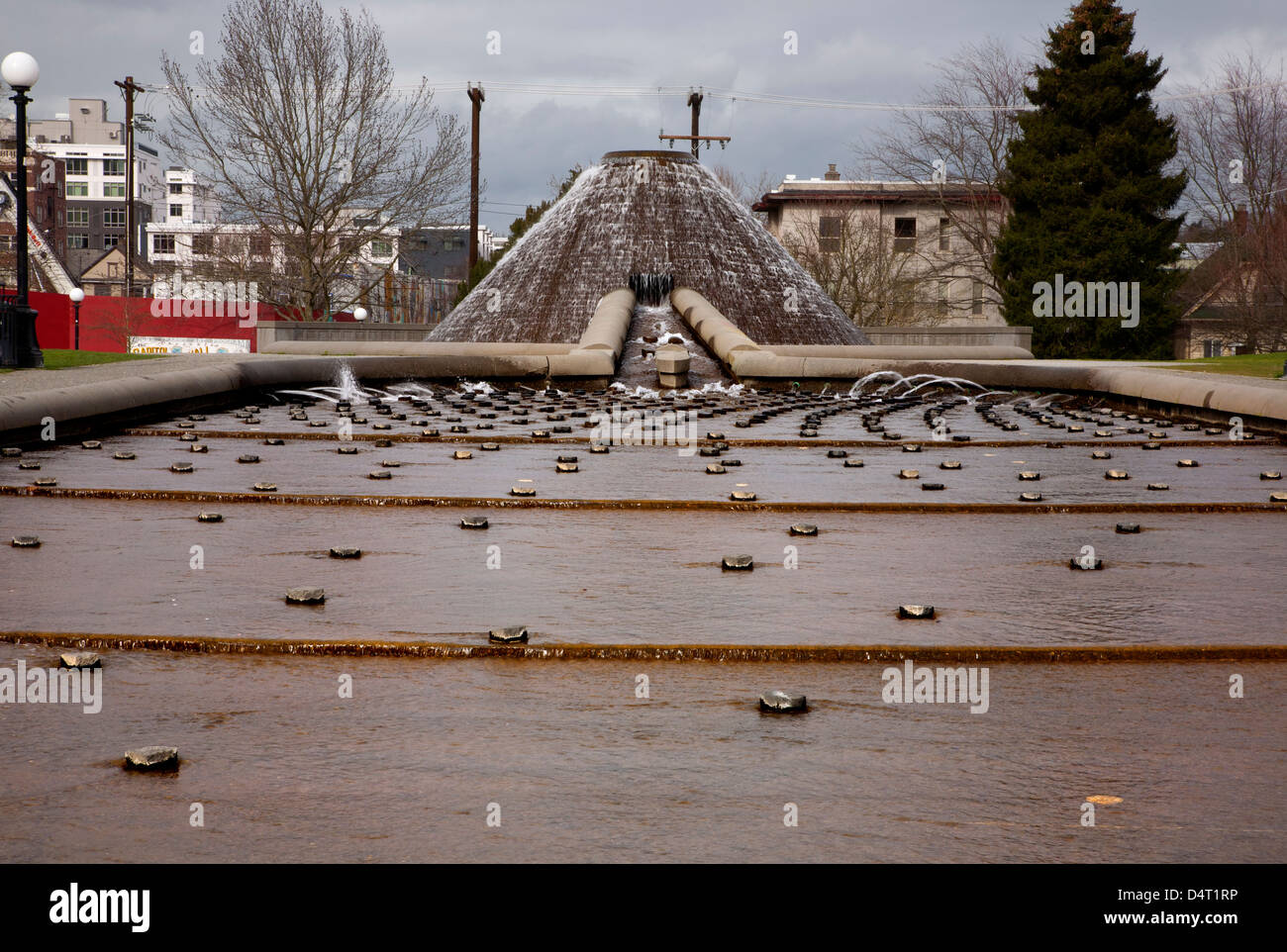 WA08183-00...WASHINGTON - Mountain shaped water fountain and Texture Pond at Cal Anderson Park on Capitol Hill in - Stock Image