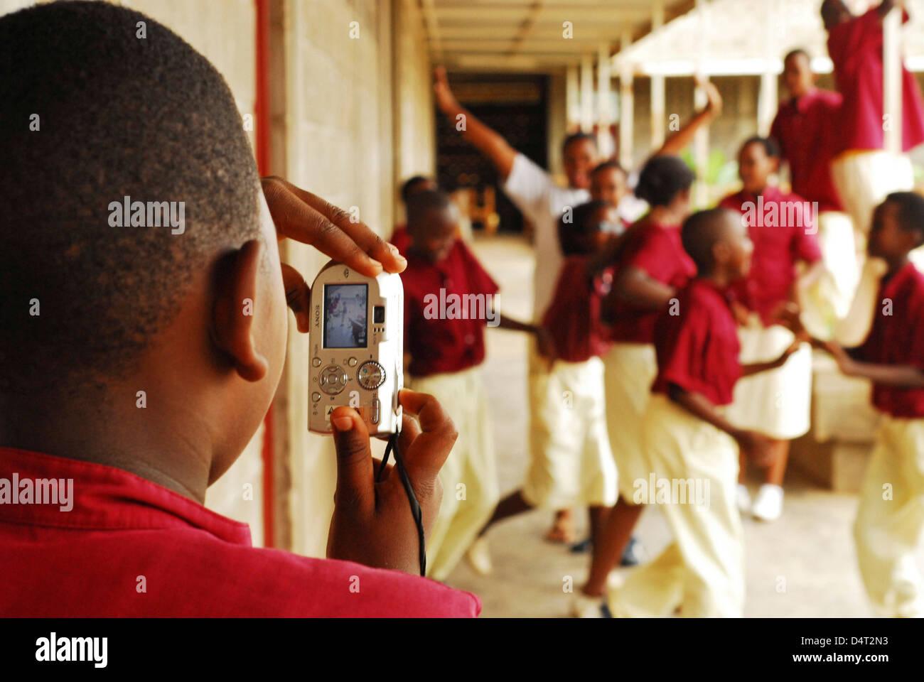 Burundi, Bujumbura, boy photographing his cheerful school friends. (MR) - Stock Image
