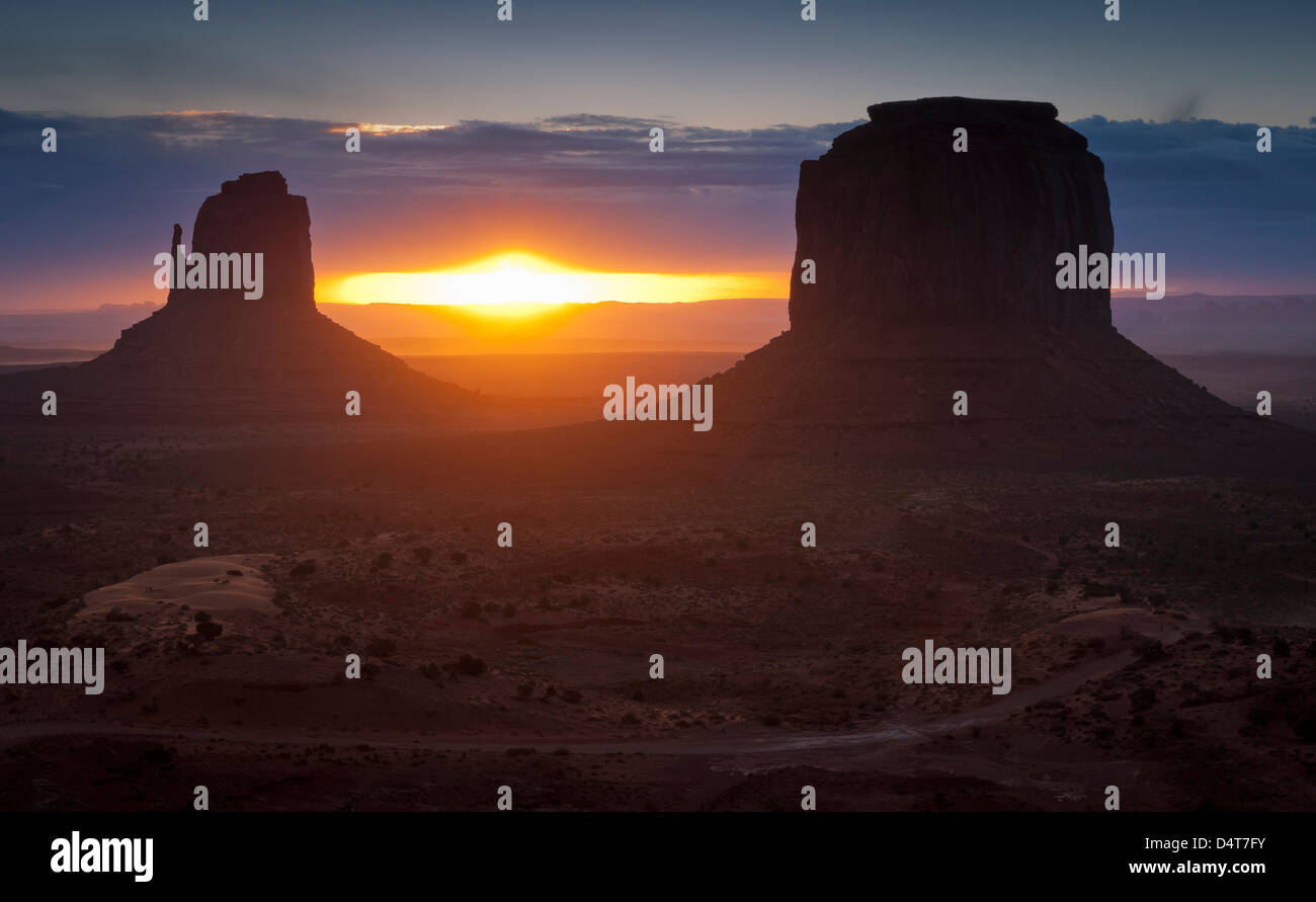 The famous Mitten formations in Monument Valley, Utah. - Stock Image