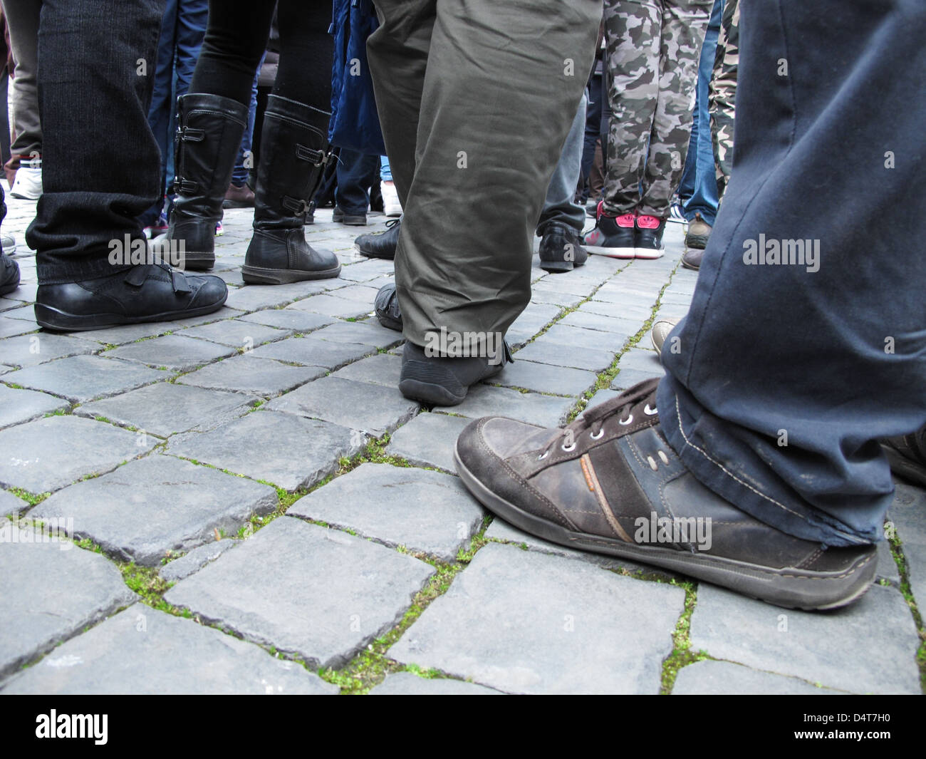 feet of people waiting the Pope in acrowdy saint peter square - Stock Image