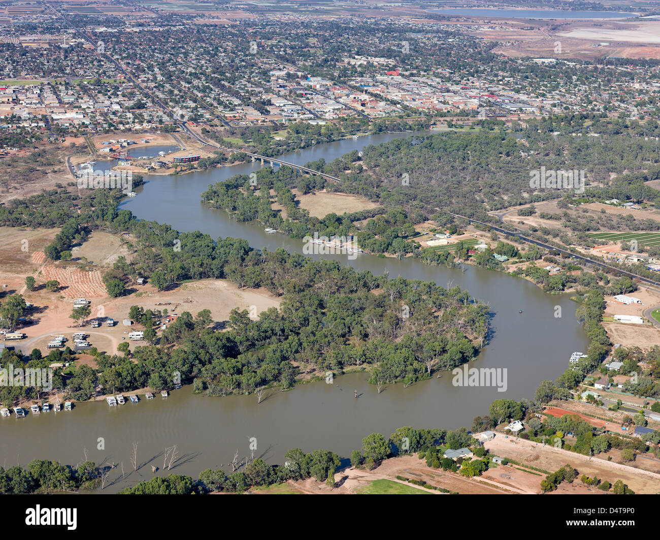 Aerial image of the Murray River passing the small rural Victorian City of Mildura, Australia - Stock Image