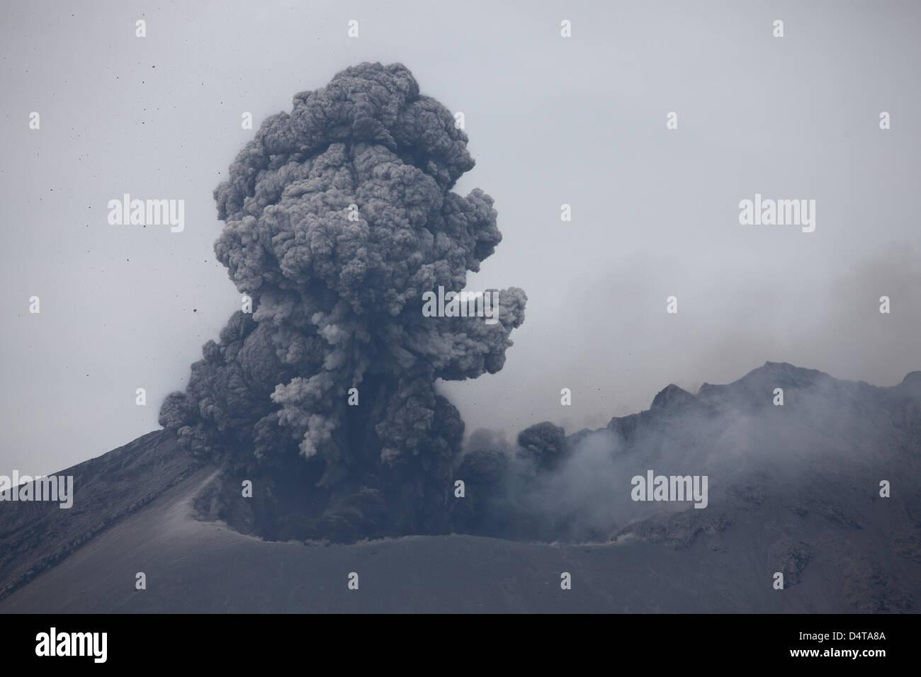 april 10 2012 sakurajima volcano erupting ash cloud rising after