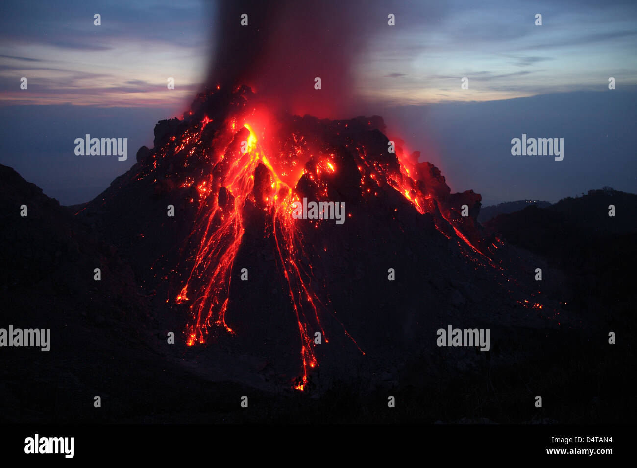 November 30, 2012 - Glowing Rerombola lava dome of Paluweh (or Rokatenda) volcano during eruption in 2012, Flores, - Stock Image