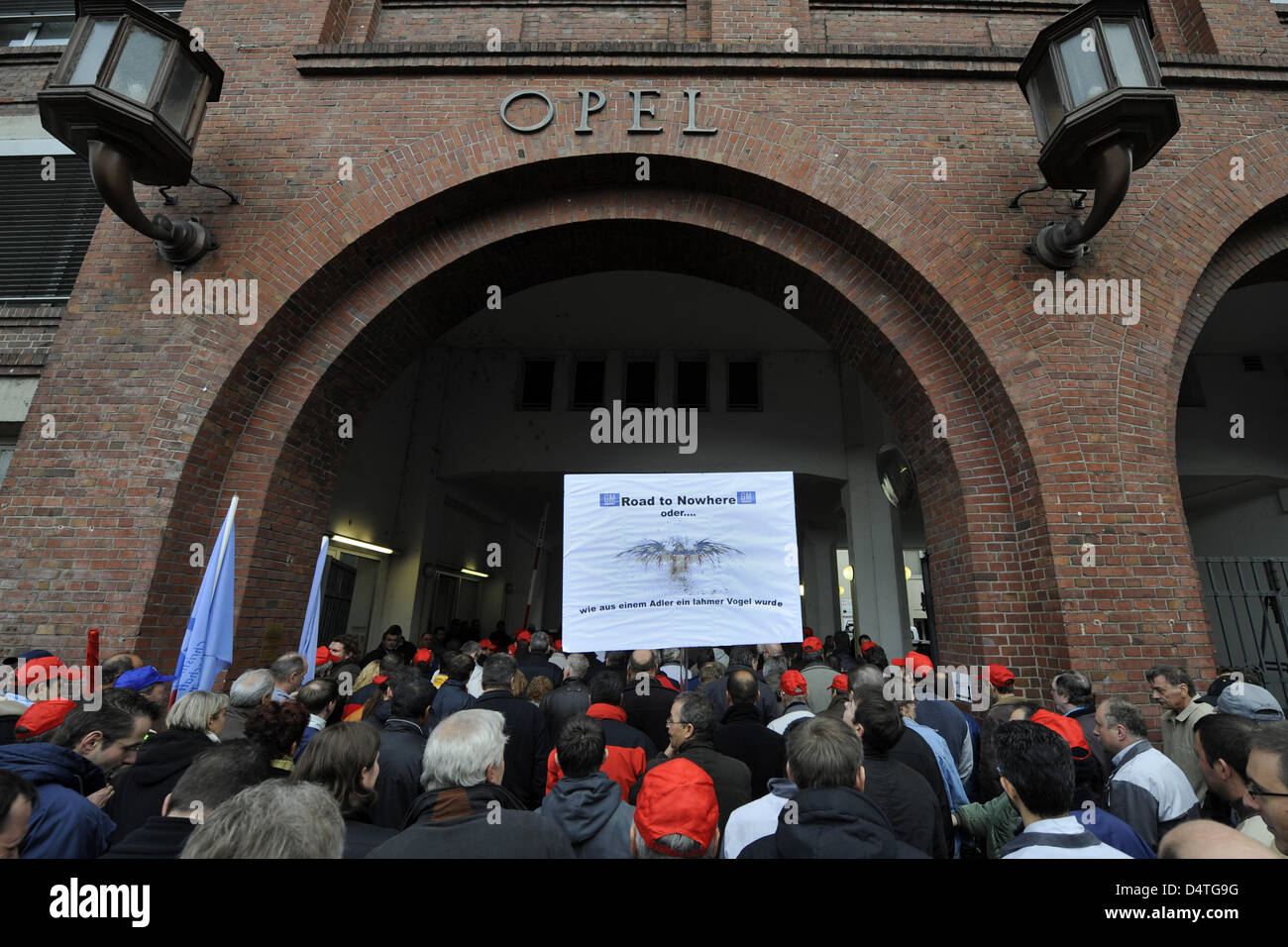 Opel employees protest in front of the Opel headquarters in Ruesselsheim, Germany, 05 November 2009. Thousands of - Stock Image