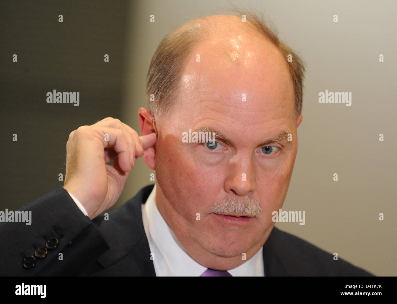 Chairman of General Motors (GM) Fritz Henderson prepares for an interview at the Opel factory in Ruesselsheim, Germany, - Stock Image