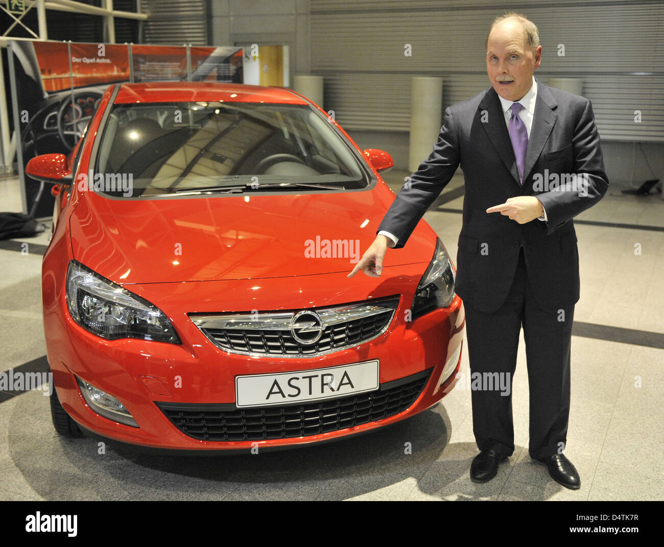 Chairman of General Motors (GM) Fritz Henderson passes an Opel Astra at the Opel factory in Ruesselsheim, Germany, - Stock Image