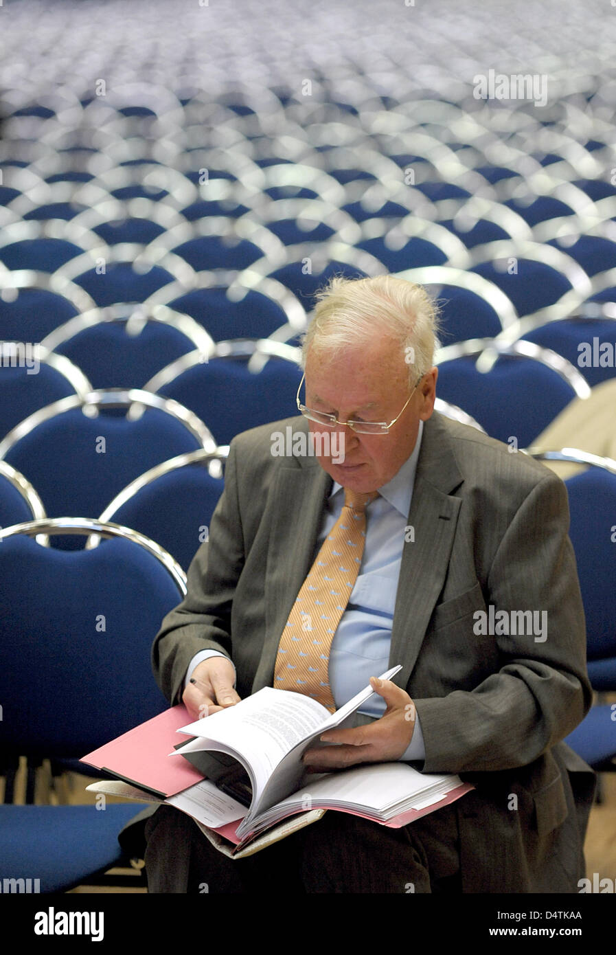 A creditor representative attends the Quelle creditors? meeting in Essen, Germany, 11 November 2009. Insolvent mailorder - Stock Image