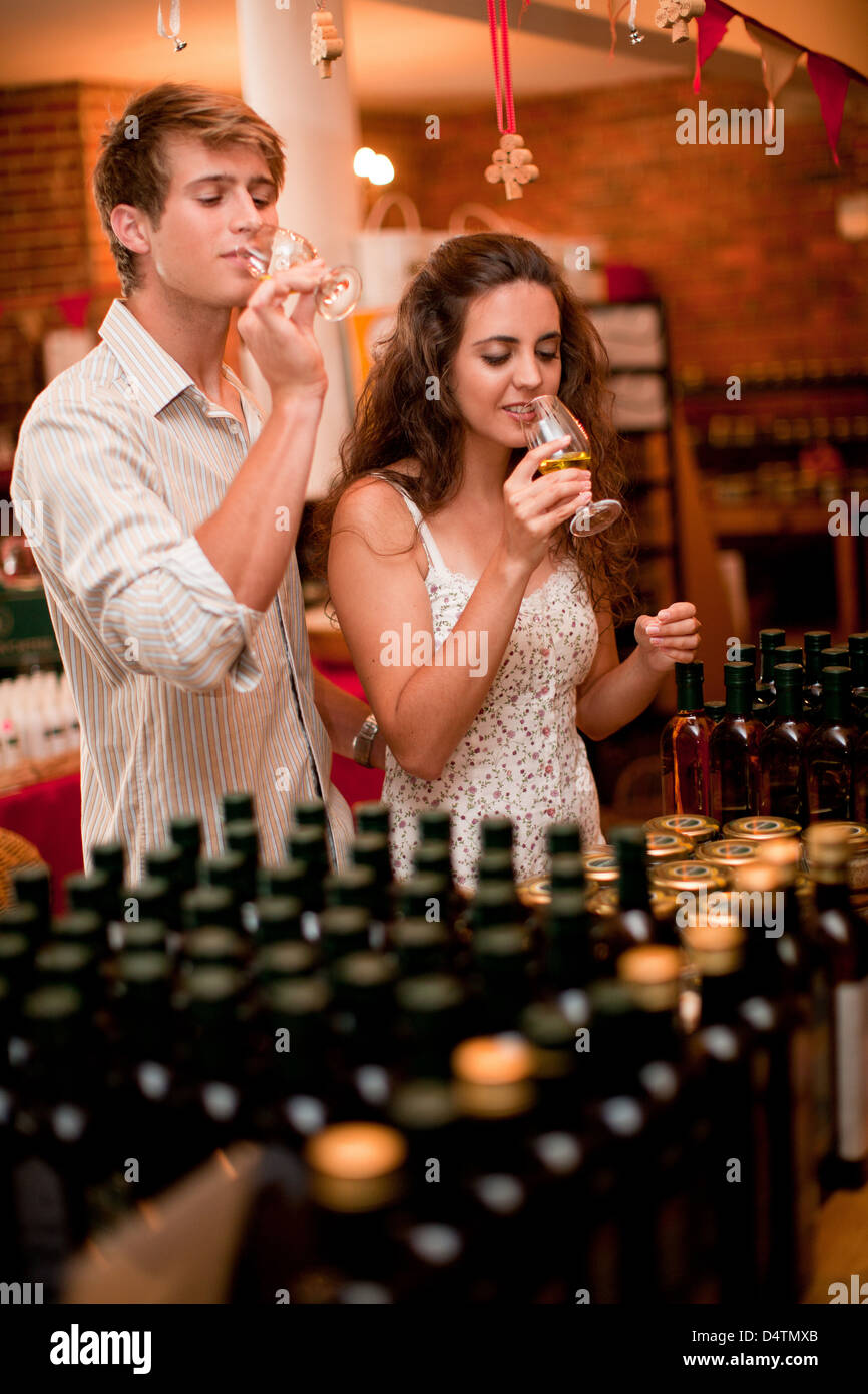 Couple tasting wine in grocery - Stock Image