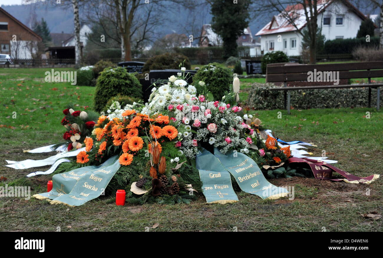 Floral wreaths lie on the grave of Nina in Bodenfelde, Germany, 26 November 2010. The grave is situated within sight - Stock Image