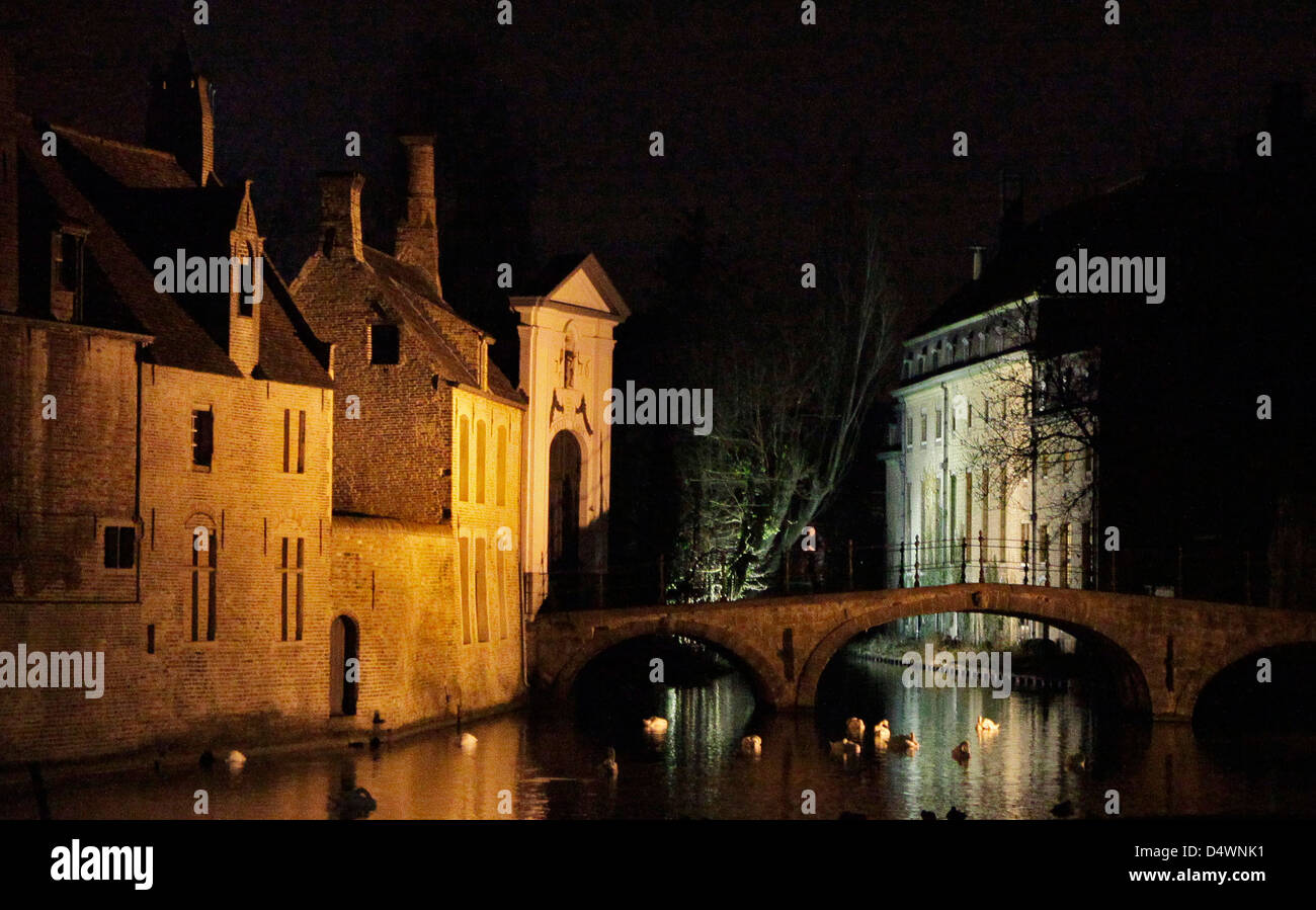 medieval buildings and canal at night in brugge, belgium - Stock Image