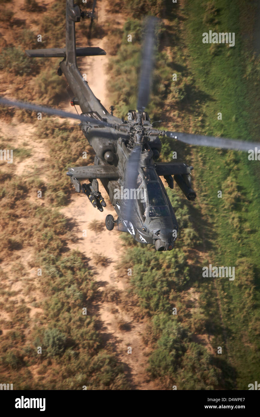 An AH-64D Apache Longbow helicopter in flight over Northern Iraq. - Stock Image